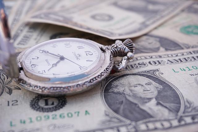 zegarek i banknoty
