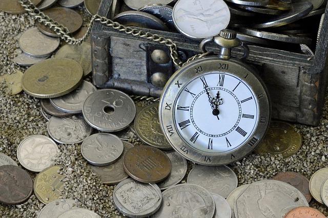 monety, zegarek, kufer