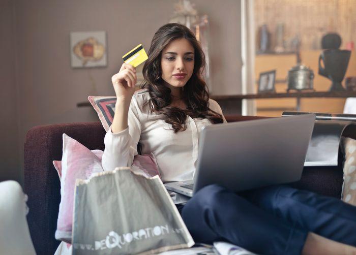 Szybka gotówka, czyli co wybrać gdy potrzebujesz szybkiej pożyczki?