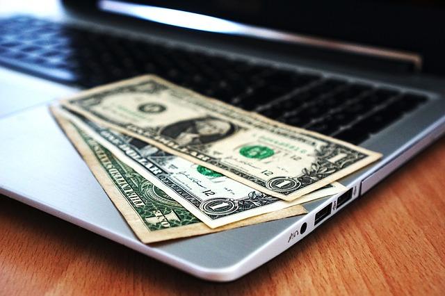 Jak i gdzie ubiegać się o szybką pożyczkę przez internet?