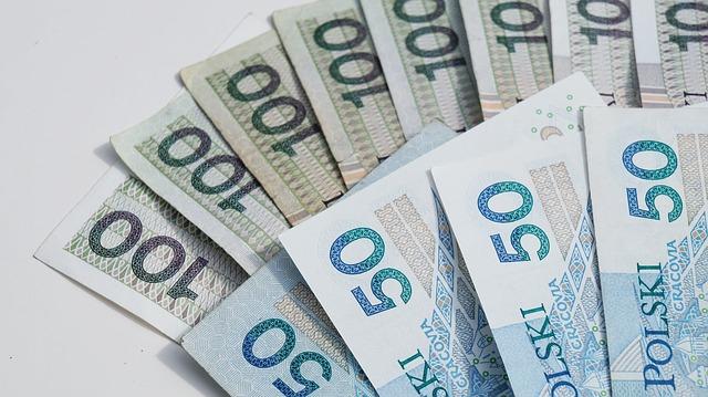 Pożyczka przez internet w banku czy poza bankiem? Co i kiedy wybrać?